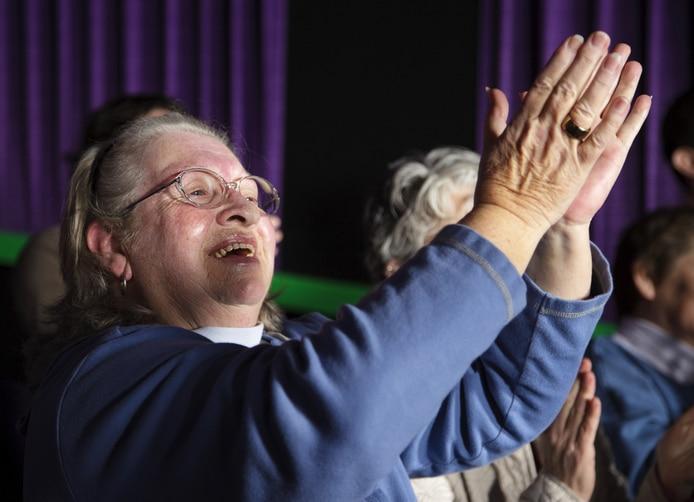 Applaus voor optreden voor ouderen met de Meezing muziek Bingo van Gouweouden