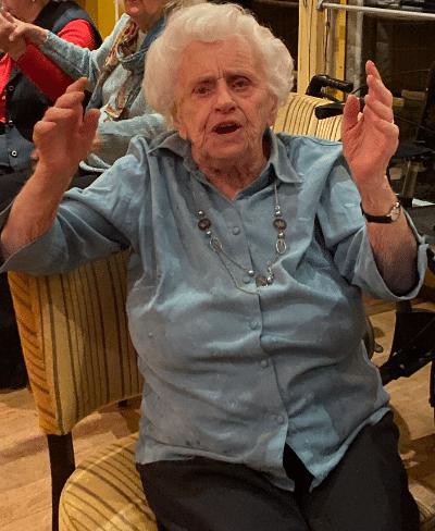 Feest met een dame van 90 met Gouwe ouwe muziek Quiz voor ouderen